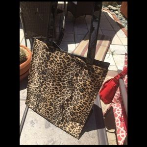 Black tote with cheetah print front